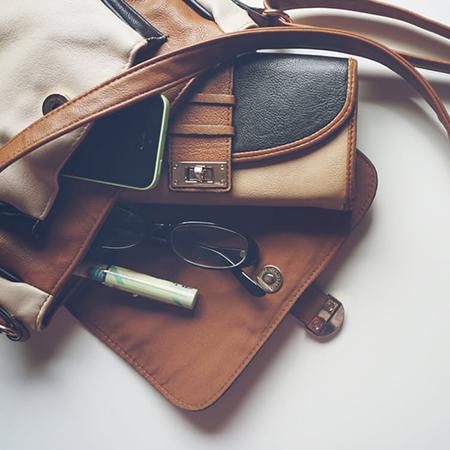 9 rzeczy które warto mieć w damskiej torebce